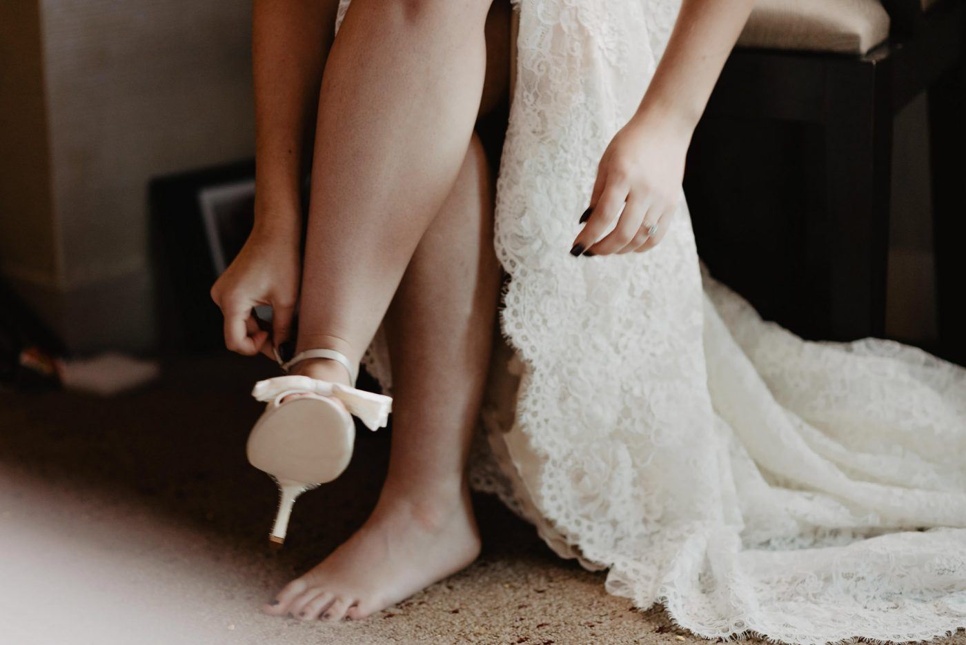 bride getting ready for her wedding in Detroit, Michigan.